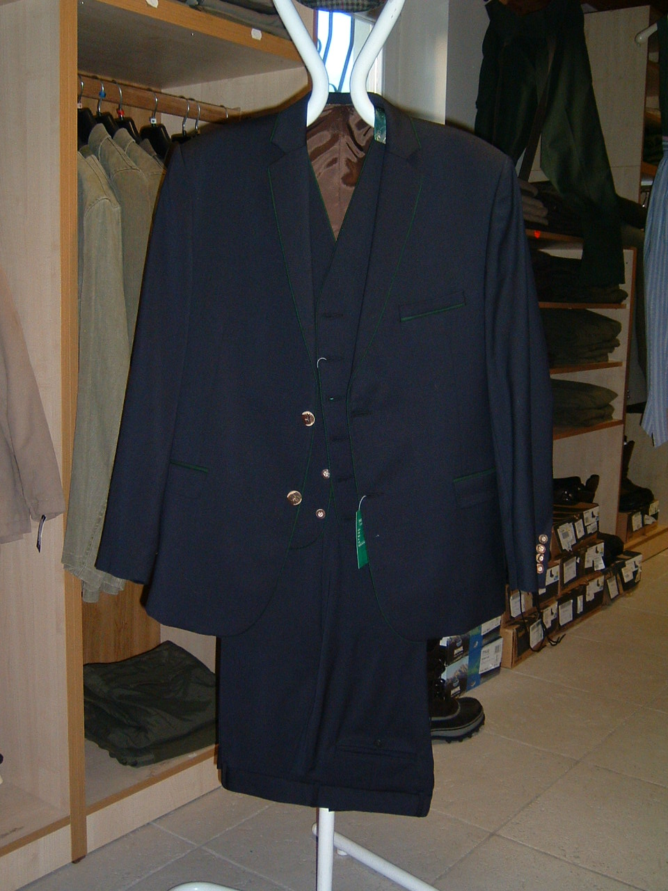 fdb3df16f6 40354 Vadász öltöny hímzett hajtókával